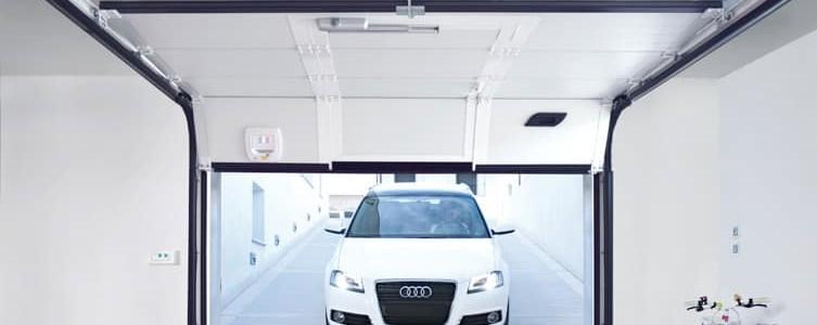 Acquista un portone sezionale per il tuo garage e il kit for Prezzo al piede quadrato per costruire un garage